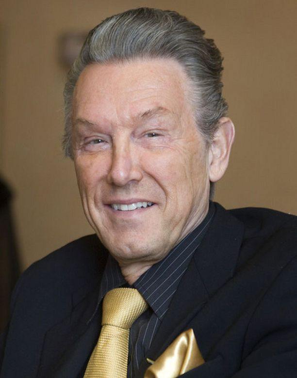 Rolf Nordström paljastaa käyneentä hiustensiirrossa.