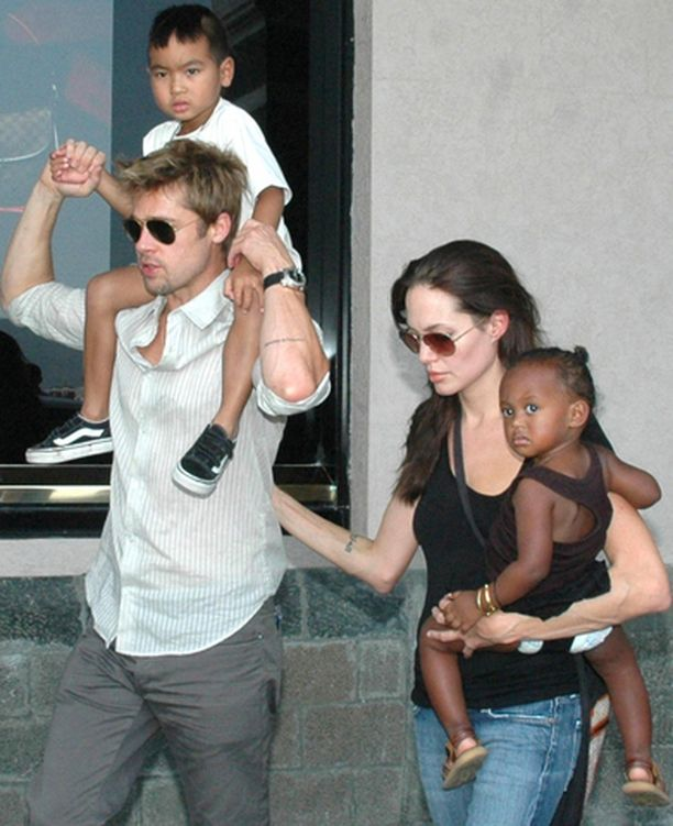 Brad Pitt ja Angelina Jolien poika Maddox, sekä Jolie ja heidän tytär Zahara kävivät marraskuussa Intiassa.