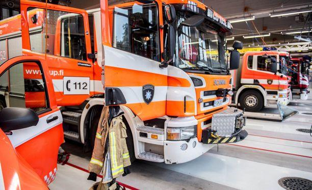 Pelastuslaitos tarkisti tilanteen tikasautolla Rovaniemellä. Kuvituskuva.