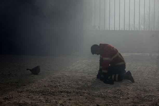 Palomies polvistui väsyneenä maahan Vila Nova de Poiaresissa Portugalissa.