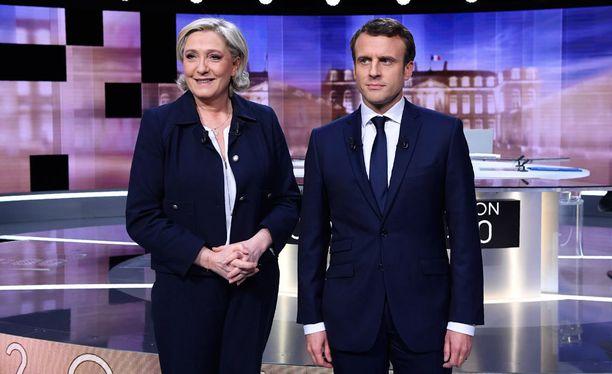 Kaksintaistelun voi tiivistää faktat selvästi paremmin hallinneen Macronin aavistuksen ylimieliseksi saarnaksi sekä asiavirheitä ja valheita hymyssä suin laukoneen Le Penin epävarmaksi väistelyksi.
