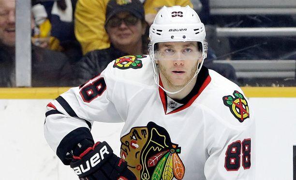 Patrick Kane dominoi NHL:n pistepörssiä.