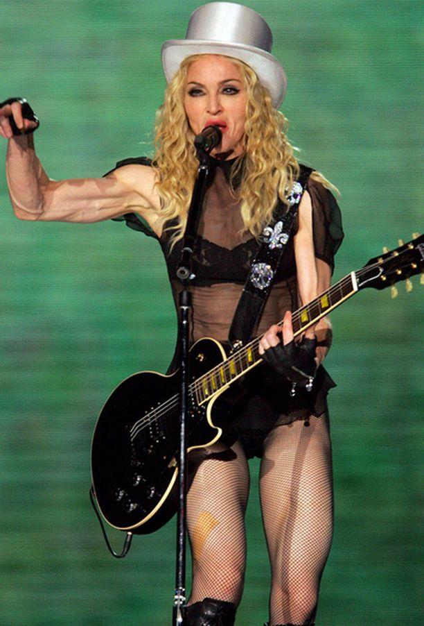 Madonnan olemuksesta saa etsiä naisellisia piirteitä.