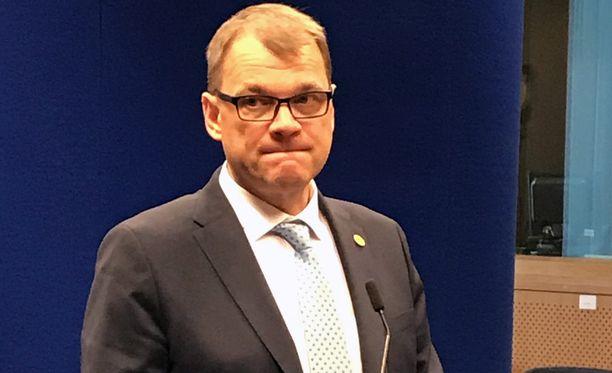 - Minusta se on upea asia ja tunnustus Suomelle, että Suomea kysyttiin maaperäksi, mehän olimme olleet koko ajan avoimia tälle ajatukselle, ja erityisesti nyt kun olemme Arktisen neuvoston puheenjohtajamaa, Juha Sipilä sanoi.