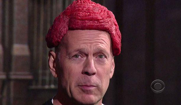 Bruce Willis imitoi Lady Gagan hullua liha-asutempausta David Lettermanin talk show'ssa.