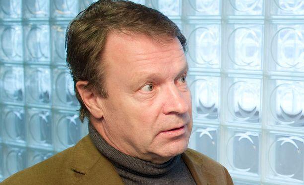 Ilkka Kanervan mukaan yleisurheiluasut eivät ole liian paljastavia.