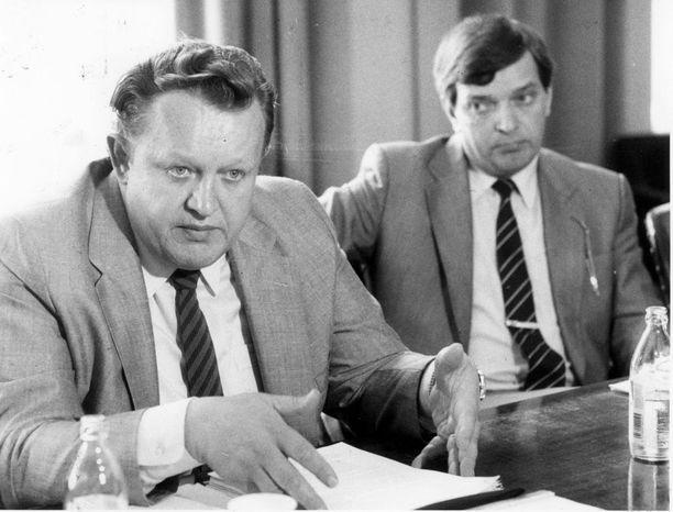 Alivaltiosihteeri Martti Ahtisaari ja ulkoministeri Paavo Väyrynen heinäkuussa 1985.