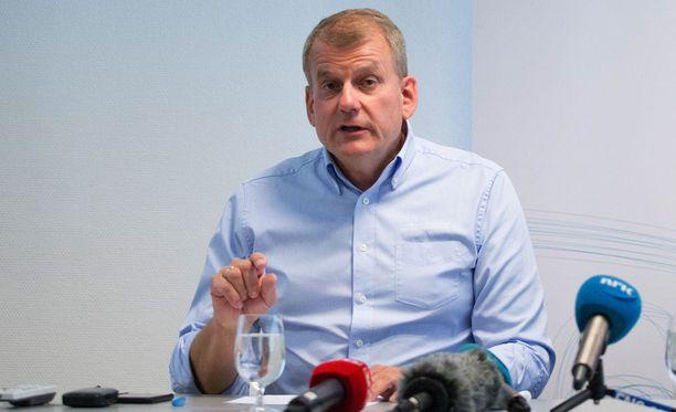 Norjan hiihtoliiton presidentti Erik Röste oli nöyränä Emil Iversenin ääliötempun jälkeen.