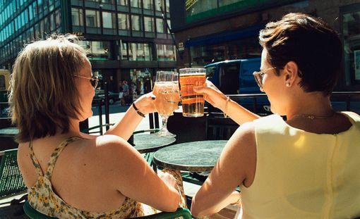 Kevytvaihtoehdot siidereistä ja lonkeroista sekä olut ovat kaloritietoisen valinta.