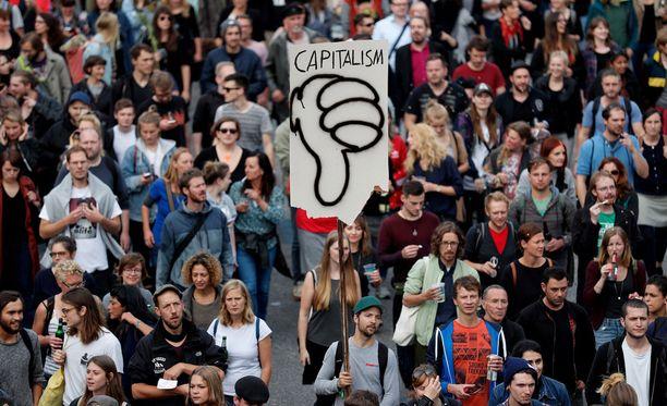 Mielenosoittajia kokoontui Hampuriin jo keskiviikkona ennen G20 -kokouksen alkua.