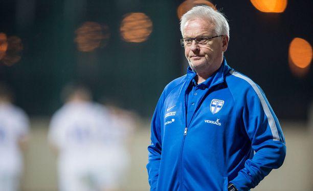 Päävalmentaja Hans Backe johtaa Suomen Puolaa vastaan lauantaina.