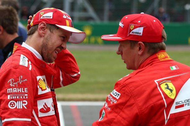 Sebastian Vettelin (vas.) ja Kimi Räikkösen on syytä juonia jälleen kaksoisvoitto Ferrarille.