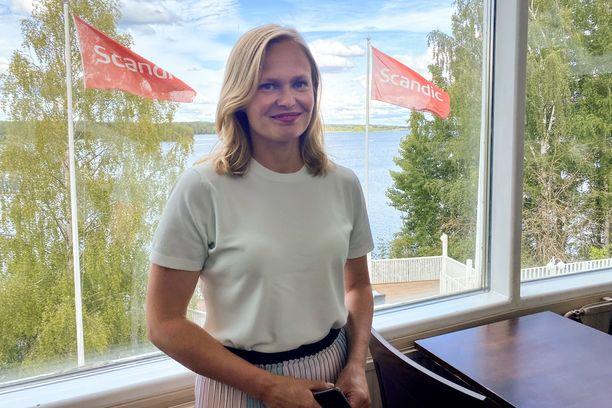 Tiede- ja kulttuuriministeri Hanna Kosonen kannattaa maskisuosituksen antamista. Kosonen osallistui tiistaina keskustan ministeriryhmän kokoukseen Nokialla.