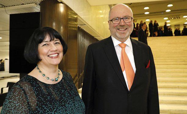 SDP:n kansanedustaja Eero Heinäluoma, 62, suunnittelee kihlattunsa Ayla Shakirin, 47, kanssa kevät- tai kesähäitä.