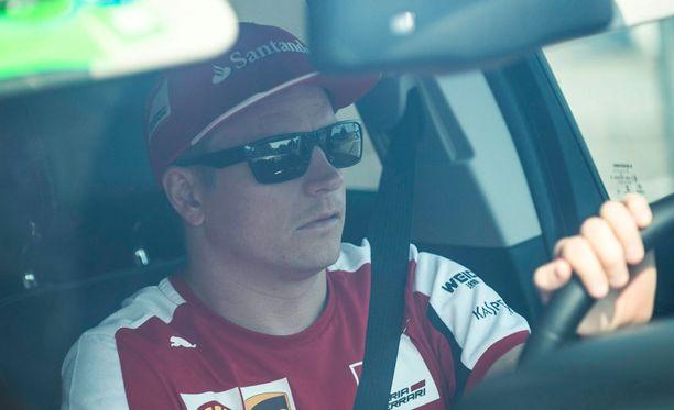 Kimi Räikkönen ei stressaa jatkosopimusneuvotteluista.