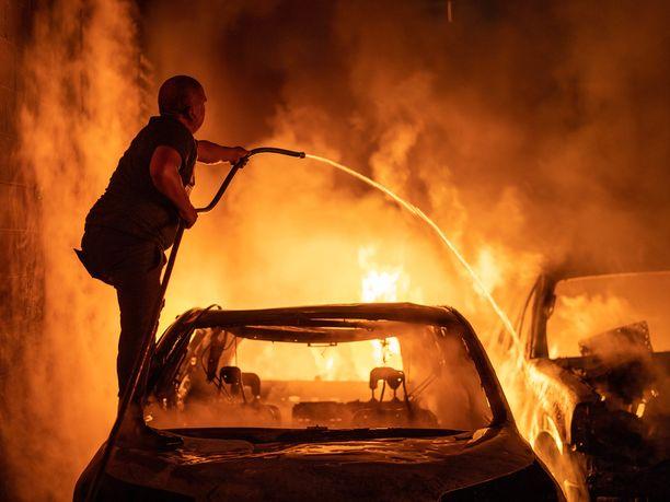 Minnesotan kuvernööri ja paikalliset johtavat sanovat osavaltion ulkopuolelta tulleiden mellakoineen ja tuhonneen omaisuutta.