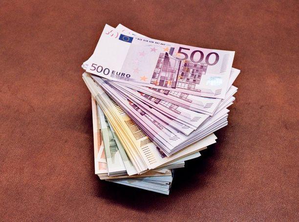 Viranomaiset ovat huolissaan, että suomalaisten rahat ja osakeomistukset katoavat verottajan, poliisin ja oikeuslaitoksen ulottumattomiin ulkomaille, jos hallitus hyväksyy nyt ehdotetun hallintarekisterilain.