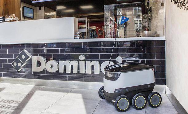 Robotti vie pitsan ja juomat korkeintaan 1,5 kilometrin päähän pitseriasta.