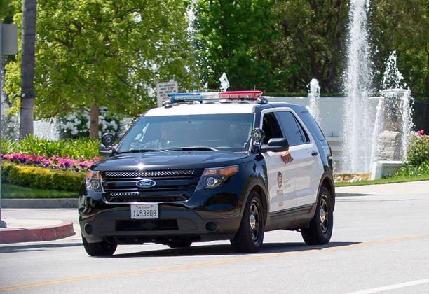 Poliisiauto kurvaili Blac Chynan kodille, kun ryöstö huomattiin.