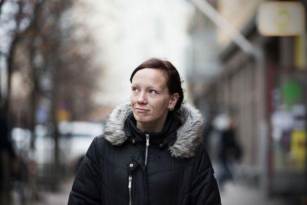 Kun itse pyörin kodittomana 2000-luvun alkuvuosina, saatoin olla ainoa nainen viidenkymmenen miehen porukassa.