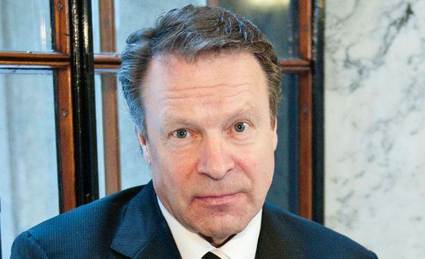 Ilkka Kanerva kommentoi Noora Toivon ja Arto Bryggaren julkista väittelyä.