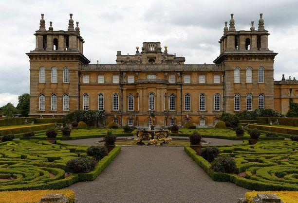 Blenheimin palatsi sijaitsee Oxfordshiren kreivikunnassa noin tunnin päässä Lontoosta.