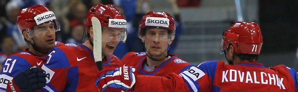 Venäjän tähdet juhlivat Ilja Nikulinin osumaa.
