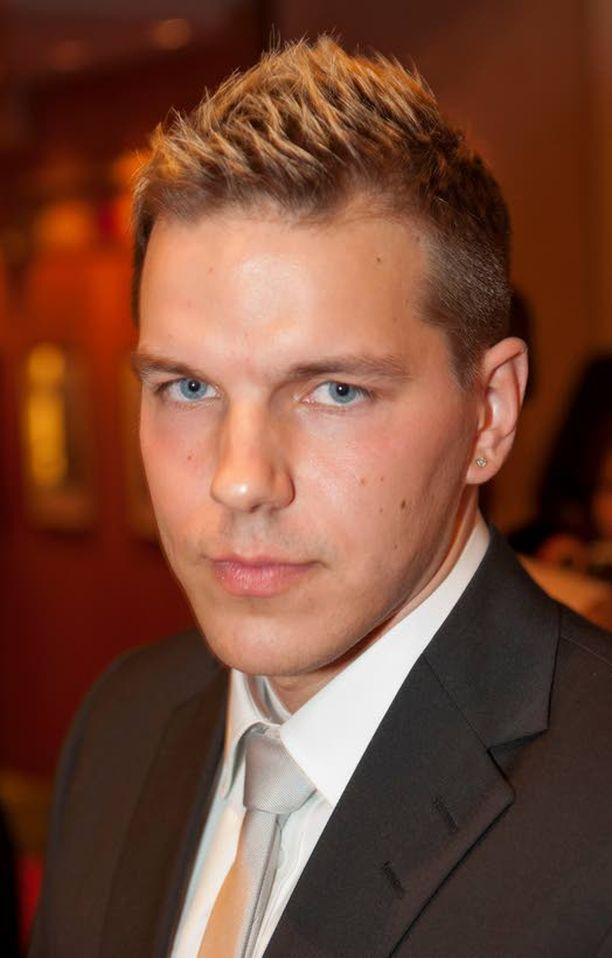 Niko Väyrynen pelaa jalkapalloa juukalaisessa JuPS-joukkueessa.