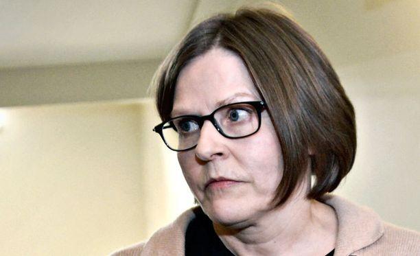 Avustajansa mukaan ministeri Hautala pitää tiedotustilaisuuden oviremontista.