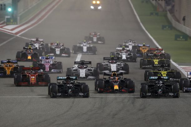 Mercedeksen PR-osasto unohti, mitä Sakhirin GP:ssä oikein tapahtui.