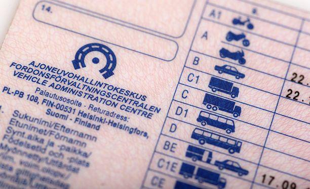 Uuden lain myötä ajokortin hinta laskisi merkittävästi.