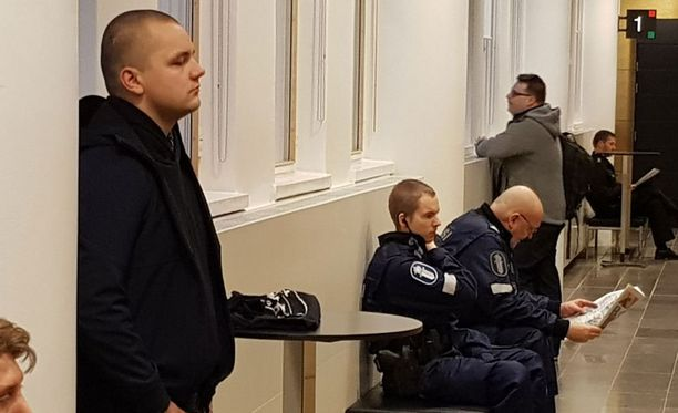 Asema-aukion pahoinpitelyn käsittely alkoi Helsingin hovioikeudessa joulukuussa 2017.