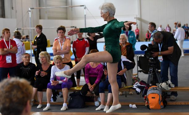 Kanssakilpailijatkin hämmästelevät 91-vuotiaan tyylinäytteitä.
