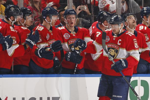 Aleksander Barkov tuuletti viime yönä kolmesti Torontoa vastaan.