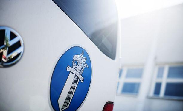 Yksi henkilö loukkaantui vakavasti moottoripyörän ja henkilöauton kolarissa Kalajoella.