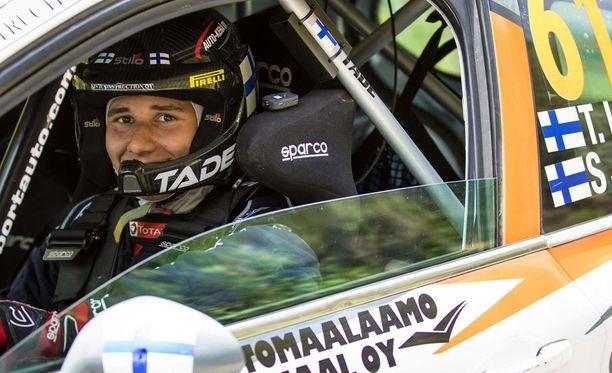 Taisko Lario debytoi rallin MM-sarjassa Peugeotin ratissa.