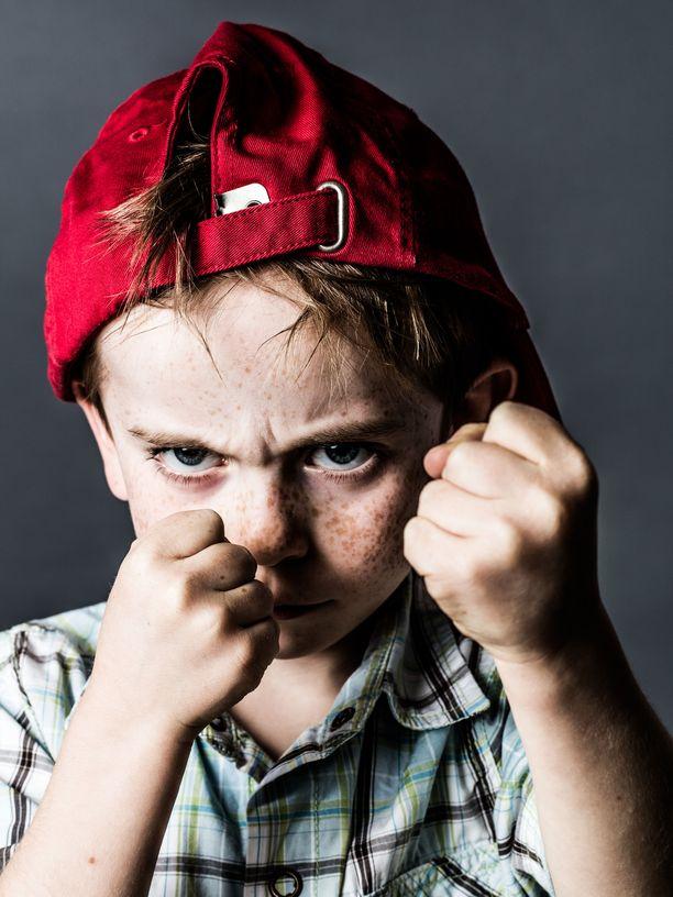 Lapsi voi äityä väkivaltaiseksi, jos hänellä ei ole hallussaan muita keinoja purkaa suurta tunnetta.
