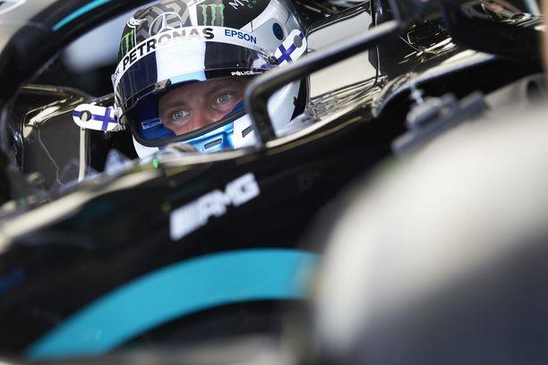 Valtteri Bottas joutui toteamaan Lewis Hamiltonin paremmakseen.