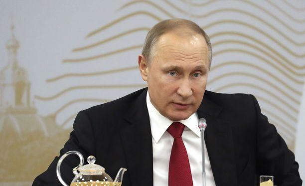Vladimir Putinia on haastateltu mahdollisista yhteyksistä Valkoiseen taloon.