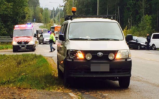 9-vuotias tyttö oli pyöräillyt suojatietä pitkin tien yli, kun Viljakkalaan päin ajanut mies törmäsi lapseen pakettiautolla.
