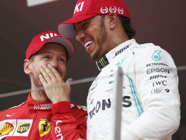 Sebastian Vettel ja Lewis Hamilton sanailivat hyvässä hengessä Monacon GP:n jälkeen.