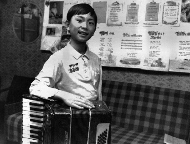Tämä on yksi harvoista julkisuudessa olleista kuvista Kim Jong-chulista. Hän on ollut musiikin ystävä jo lapsesta asti.