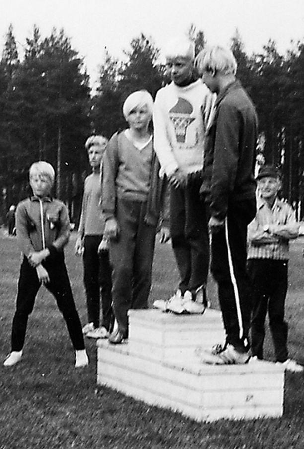 – Voitin PM-kisat Joutsenossa 1970 11-vuotiaana 200 metrin aidoissa. Olin aina liikkeessä.