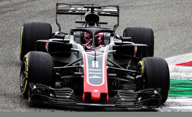 Romain Grosjeanin auton lattia oli Monzassa sääntöjen vastainen.