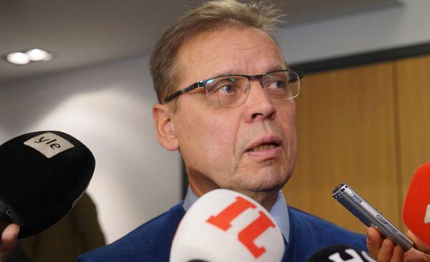 Puheenjohtaja Lauri Lyly oli SAK:n hallituksen kokouksen jälkeen sekä helpottunut että huolestunut.