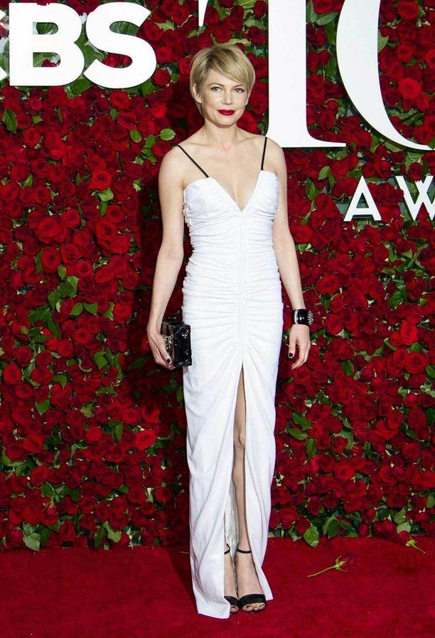 Michelle Williamsin Louis Vuittonin puku kuului illan kauneimpiin.