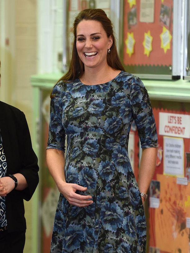 Herttuatar edusti lasten parissa viime viikolla.