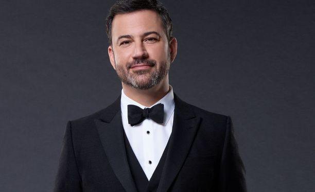 Jimmy Kimmel nauratti yleisöä vitsailemalla ajankohtaisista aiheista.