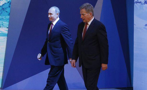 Venäjän Arkangelissa tänään tavanneilla presidenteillä Vladimir Putinilla ja Sauli Niinistöllä on yhteinen tavoite: houkutella USA:n presidentti Donald Trump Suomeen.