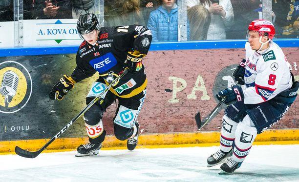 Rasmus Kupari edusti viime kaudella Oulun Kärppiä.